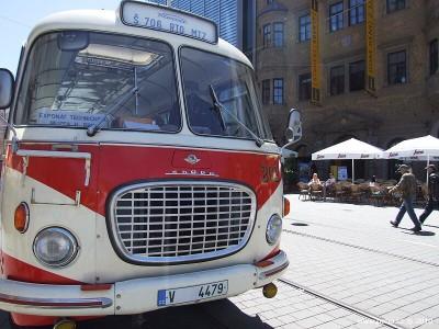 Retro autobus červený