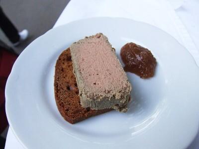 Paštika z kuřecích jater a smržů s domácím perníkem a hruškovou marmeládou - Mozaika