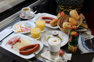 Snídaně ve vlaku ČD