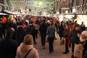 Přeplněné vánoční trhy