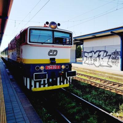 Vlak na nádraží Královo Pole