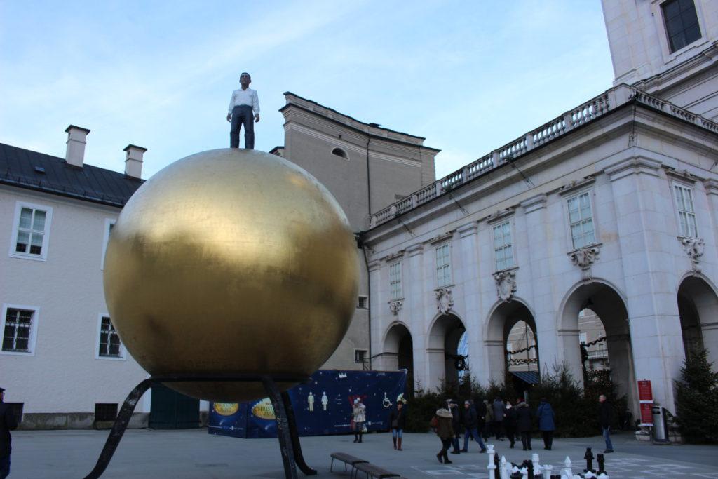 Salzburg památník koule