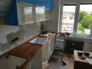 Místo pro dřez a indukční desku